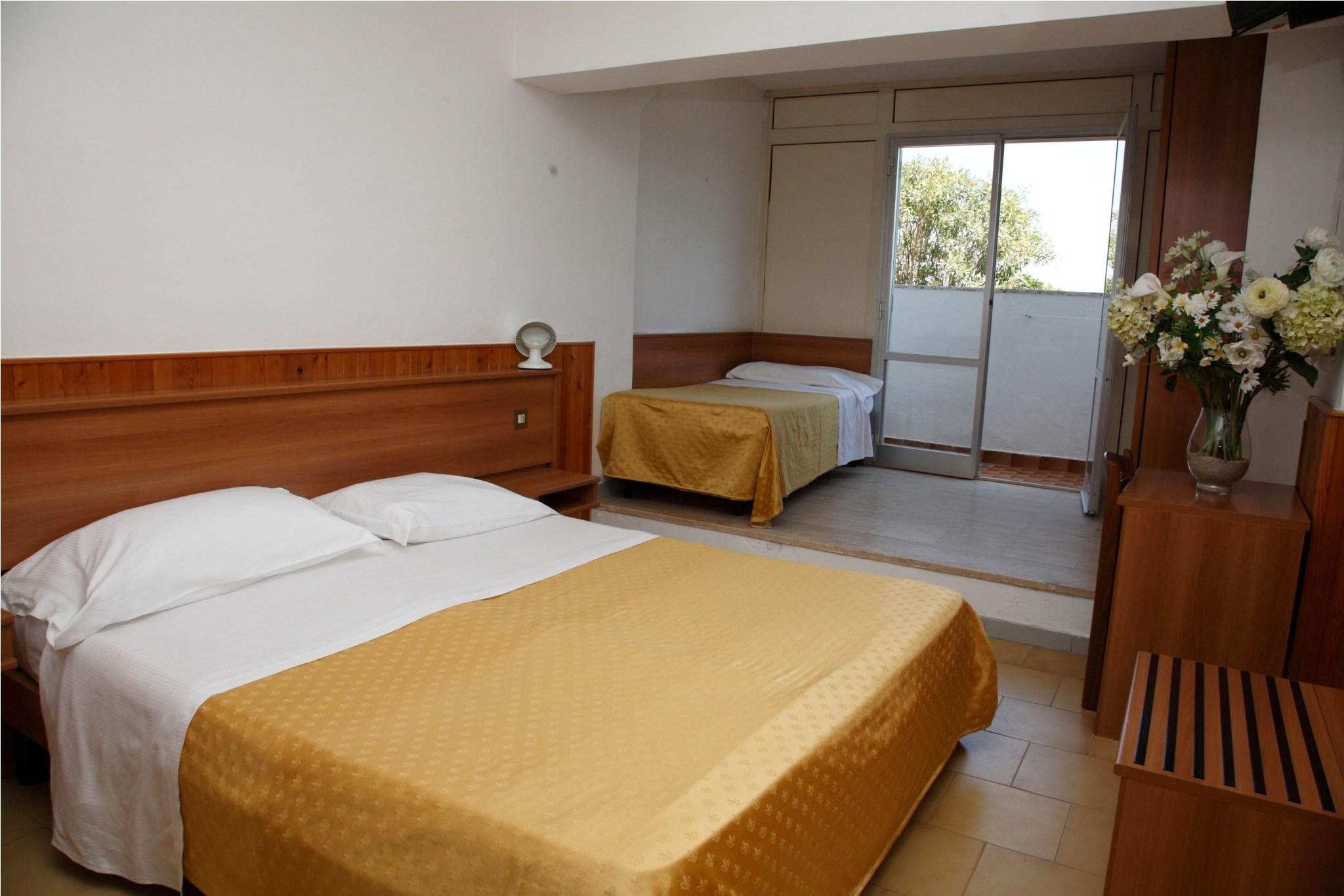 Le camere hotel san domenico for Piani camera a castello